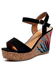 baratos -Mulheres Sapatos Camurça Verão Conforto Sandálias Caminhada Salto Baixo Dedo Aberto Preto / Verde / Amêndoa / Calcanhares