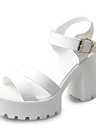 Недорогие -Жен. Обувь Полиуретан Лето Удобная обувь Сандалии Блочная пятка Круглый носок для Белый Черный