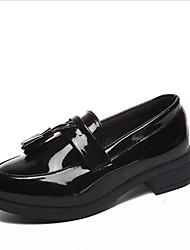 baratos -Mulheres Sapatos Couro Envernizado Primavera Conforto Mocassins e Slip-Ons Salto Baixo Ponta Redonda para Ao ar livre Preto / Vinho