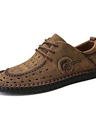baratos -Homens Sapatos de Condução Couro Verão Conforto Oxfords Preto / Amarelo / Khaki