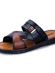 Недорогие -Муж. Полиуретан Лето Удобная обувь Сандалии Черный / Коричневый