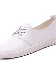 baratos -Mulheres Sapatos Couro Verão Conforto Tênis Sem Salto Ponta Redonda para Ao ar livre Branco / Preto / Couro