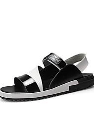 Недорогие -Муж. обувь Кожа Лето Удобная обувь Сандалии для на открытом воздухе Белый Черный