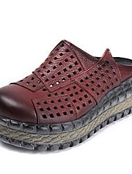 baratos -Mulheres Sapatos Pele Primavera Verão Conforto Tamancos e Mules Creepers para Ao ar livre Preto / Vermelho