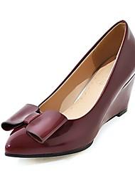 preiswerte -Damen Schuhe Kunstleder Frühling Pumps High Heels Keilabsatz Spitze Zehe Schleife für Normal Party & Festivität Gold Weiß Rosa Burgund