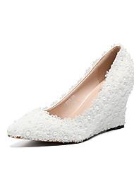 cheap -Women's Shoes PU(Polyurethane) Spring & Summer Basic Pump Wedding Shoes Wedge Heel Pointed Toe Pearl / Satin Flower White