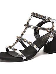 baratos -Mulheres Sapatos Couro Ecológico Primavera Verão Chanel Sandálias Salto Baixo Tachas / Botão Preto / Bege / Prateado