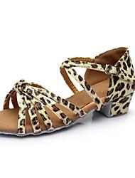 Недорогие -Жен. Обувь для латины Лакированная кожа Сандалии / На каблуках Планка Толстая каблук Персонализируемая Танцевальная обувь Цвет-леопард
