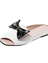 Недорогие -Жен. Полиуретан Лето Удобная обувь Сандалии На плоской подошве Бант Белый / Красный / Розовый