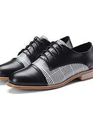 baratos -Mulheres Sapatos Pele Napa Primavera / Verão Conforto Rasos Salto de bloco Ponta Redonda Branco / Preto