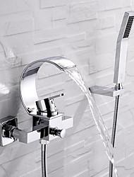 Недорогие -Смеситель для ванны - Современный Хром Монтаж на стену Керамический клапан Bath Shower Mixer Taps / Одной ручкой три отверстия