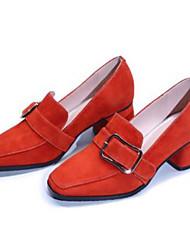baratos -Mulheres Sapatos Camurça Primavera / Verão Conforto Mocassins e Slip-Ons Salto Robusto Ponta quadrada Presilha Preto / Vermelho