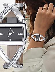 Недорогие -Жен. Часы-браслет Наручные часы Кварцевый Черный / Белый Секундомер Творчество Новый дизайн Аналоговый Дамы Кольцеобразный Элегантный стиль - Белый Черный Один год Срок службы батареи / SSUO 377