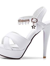 baratos -Mulheres Sapatos Couro Ecológico Verão Conforto Sandálias Salto Agulha Branco / Preto / Rosa claro