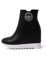 Недорогие -Жен. Комфортная обувь Наппа Leather Осень Ботинки Туфли на танкетке Заостренный носок Ботинки Белый / Черный / Красный