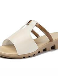 Недорогие -Жен. Комфортная обувь Полиуретан Лето Сандалии На плоской подошве Белый / Черный / Розовый