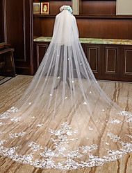 Недорогие -Два слоя Цветочный дизайн Свадебные вуали Фата для венчания с Лепестки / Аппликации Тюль