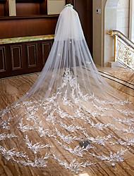 Недорогие -Два слоя Милый стиль / Цветочный дизайн Свадебные вуали Фата для венчания с Пух / Аппликации / Гребень в виде цветка Тюль