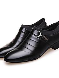 baratos -Homens Sapatos formais Microfibra Primavera Negócio Mocassins e Slip-Ons Branco / Preto / Marron