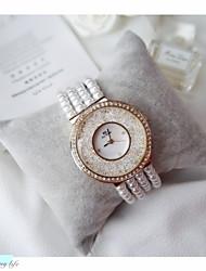 Недорогие -Жен. Наручные часы Кварцевый Белый Имитация Алмазный Аналого-цифровые Мода - Серебряный Розовое золото / Нержавеющая сталь