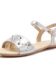Недорогие -Жен. Комфортная обувь Полиуретан Лето Сандалии На плоской подошве Золотой / Серебряный