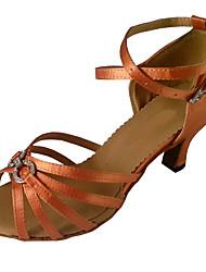 """Недорогие -Жен. Обувь для латины Сатин Сандалии Crystal / Rhinestone Каблук """"Клеш"""" Танцевальная обувь Лиловый / Миндальный / Коричневый"""