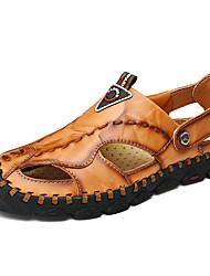 baratos -Homens Sapatos Confortáveis Pele Napa Primavera / Verão Esportivo / Casual Sandálias Respirável Preto / Marron