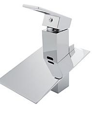 Недорогие -Ванная раковина кран - Водопад / LED Хром Свободно стоящий Одной ручкой Два отверстияBath Taps / Латунь