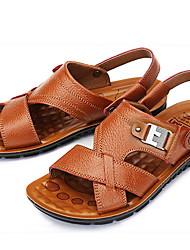 Недорогие -Муж. Комфортная обувь Кожа Лето Сандалии Дышащий Черный / Коричневый / Желтый