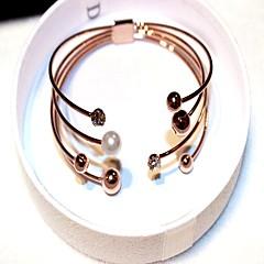 abordables -Femme Bracelets Rigides Manchettes Bracelets Zircon Perle imitée Rétro Mode Coréen Imitation de perle Zircon Alliage Forme Géométrique