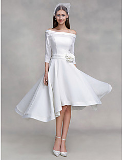 billiga Brudklänningar-A-linje Off shoulder Asymmetrisk Chiffong / Satäng Bröllopsklänningar tillverkade med Blomma / Knapp av LAN TING BRIDE®