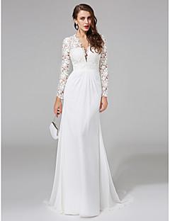 billiga Åtsmitande brudklänningar-Åtsmitande V-hals Svepsläp Chiffong / Blomsterspets Bröllopsklänningar tillverkade med Spets / Knapp av LAN TING BRIDE® / Genomskinliga