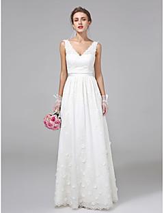 billiga Brudklänningar-A-linje V-hals Golvlång Spets Bröllopsklänningar tillverkade med Bälte / band / Blomma av LAN TING BRIDE®