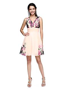 billige Mønstrede og ensfargede kjoler-A-linje V-hals Knelang Chiffon Skoleball Kjole med Drapering / Mønster / trykk av TS Couture®