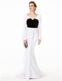 billige Mønstrede og ensfargede kjoler-Havfrue V-hals Svøpeslep Chiffon / Fløyel Cocktailfest / Formell kveld / Ferie Kjole med Plissert av TS Couture®