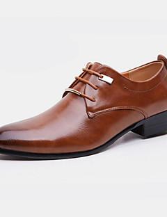 hesapli -Erkek Ayakkabı Yapay Deri Bahar Sonbahar Biçimsel Ayakkabı Oxford Modeli Ofis ve Kariyer Parti ve Gece için Perçin Siyah Kahverengi