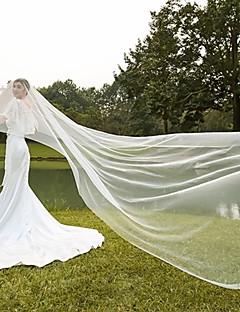 billige Bryllupsslør-En-lags Skær Kant Moderne Bryllupsslør Rouge Slør Katedral Slør Hovedstykke Med Krøllede Folder Tyl