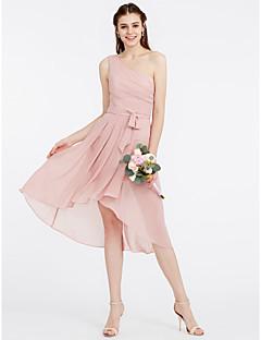 tanie Romantyczny róż-Krój A / Księżniczka Na jedno ramię Asymetryczna Szyfon Sukienka dla druhny z Kokardki / Szafra / Wstążka / Drapowania boczna przez LAN TING BRIDE®