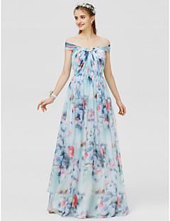 billige Mønstrede og ensfargede kjoler-A-linje Prinsesse Løse skuldre Gulvlang Chiffon Sateng Brudepikekjole med Mønster / trykk Sidedrapering av LAN TING BRIDE®