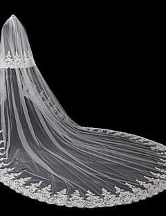 billige Bryllupsbutikken-To-lags Moderne Stil Blomster Tilbehør Blondert Kant Oversized Brude Prinsesse Europeisk Blonde Bryllup Brudeslør Rouge Slør Kapell Slør