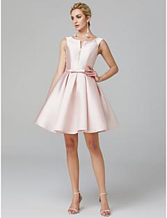 billiga Cocktailklänningar-A-linje V-slits Knälång Satäng Cocktailfest Klänning med Rosett(er) / Plisserat av TS Couture®