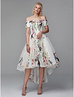 billiga Cocktailklänningar-Prinsessa Off shoulder Asymmetrisk Polyester Kort och lång Cocktailfest / Bal Klänning med Broderad av TS Couture®