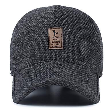 في منتصف العمر الرجل الصوف قبعة الشتاء في الأذن البيسبول كاب
