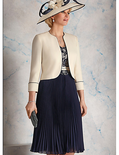 voordelige Wrap Dresses-A-lijn / Tweedelig Scoop Neck Tot de knie Chiffon / Satijn Bruidsmoederjurken met Patroon / Print / Sjerp / Lint / Ruches door LAN TING Express / Wrap inbegrepen