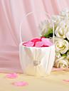 coș de flori din satin din fildeș cu pietre și ceremonia de nuntă a cercevelei